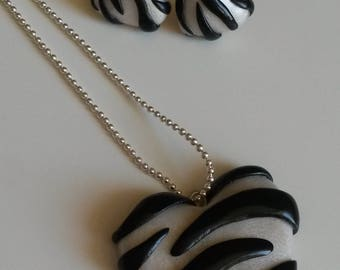 Nice set of stud earrings and necklace heart Zebra new