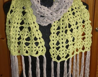 Two-tone and thin scarf in shell stitch