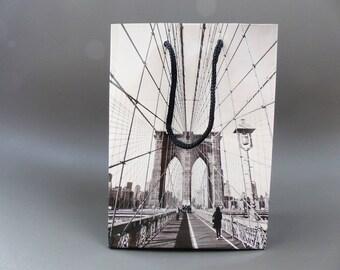black and white Brooklyn Bridge NYC gift bag 11.5 x 16 cm