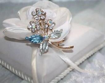 blue flowers brooch