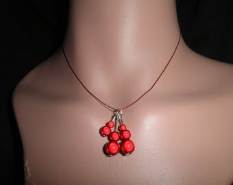 01613 - Magical red dainty necklace with pendant beads