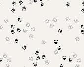 CAPSULES NEST Tissu coton patchwork Dessins d'empreintes de pates d'ours graphique noir et blanc x 50 cm
