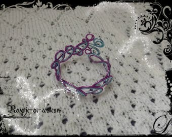 "Ice blue and light lilac aluminum Wire Bracelet ""Iris"""