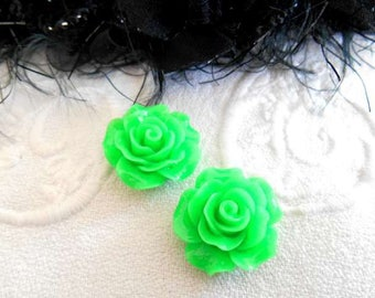 x 2 beads 20 mm acrylic green flower cabochons.