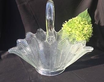 Beautiful L.E.Smith Feather Pattern Glass Basket
