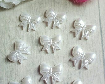 SET OF 8 SMALL WHITE BOW ACRYLIC CABOCHONS