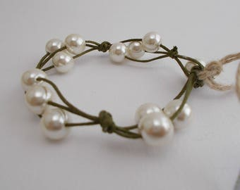 Green cotton string bracelet and pearls