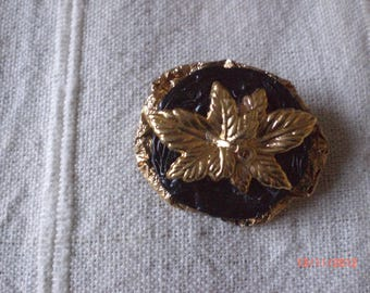 Brooch golden leaves