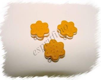 """Biscuit Golden Flower"" charm in polymer clay"