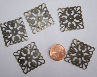 supports square X 5 design vintage pendants