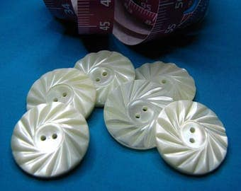 Sharpened, 1.9 cm (6) mother of Pearl buttons - #3192_19