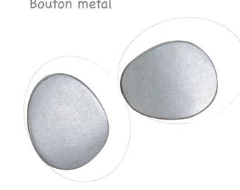 Oval silver metal, 30 x 25 mm, hole 3 mm button