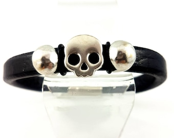 Regaliz Skull Bracelet, Pewter Sliding Skull,  Sliding Accents,  Licorice Leather, Regaliz Pewter Interlocking Magnetic Clasp