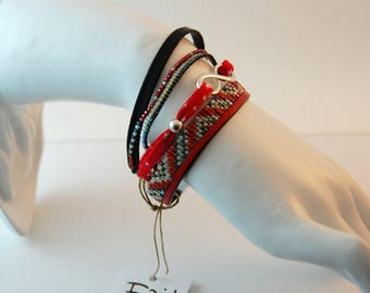 Cuff multi-row woman red and black - leather and Miyuki Delicas beads