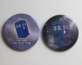 Set of 2 badges TARDIS