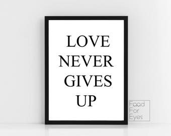 Love Never Gives Up Print, Love Quote, Romantic Quote, Typography Wall Art, Minimalist Wall Decor, Girl Room Decor, Gifts For Girls, Instant