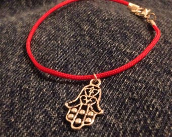 Kabbalah bracelet - A red string bracelet with himsa charm