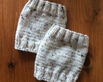 Cuff in speckled beige wool