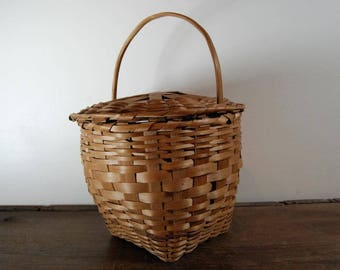 Vintage basket with lid and handle