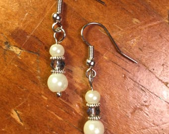 Short Pearl Bead Earrings