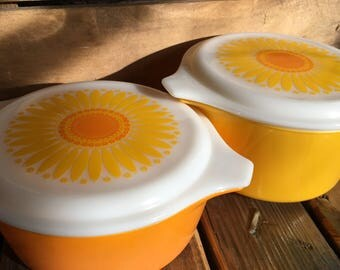 Vintage Pyrex Daisy Casserole Dishes with lids