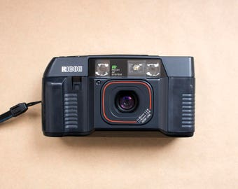 RICOH TF-500 D Dual Lens 35 mm f/2,8 70 mm f/5,6 AF Point and Shoot Film Camera