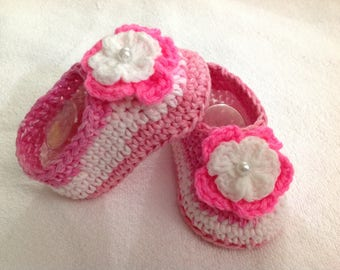 Baby Girls Shoes, Crochet, Newborn Shoes, Newborn boots, Baby Shoes, Baby boots, Baby Shower Gift, Sizes Newborn to 12 months,