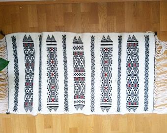 Berber wool rug handwoven 110 x 90 cm / 3.6 x 2.95 ft