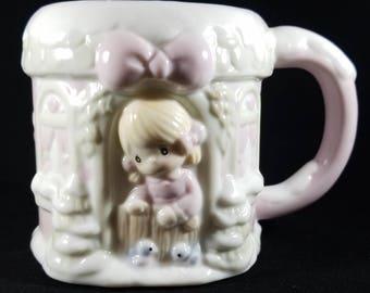 Precious Moments Sugar Town Mug Retired Christmas Mug by Enesco Corporation 1994