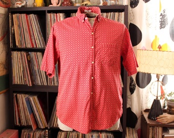 mens large 1950s cotton Penneys shirt . red medallion print button down, tapered & tails, hi-boy button collar, short sleeves