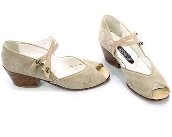 sz 8.5 Tan Suede Leather FLATS 70s Boho Mod Tan Two Strap Open Toe Suede Shoes 1970s Cuban Wooden Heel Vintage size US 8.5, Uk 6, Eur 39