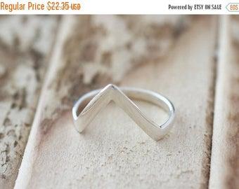 Memorial Day Sale Dazzle. Sterling Silver mini Point  Midi Ring