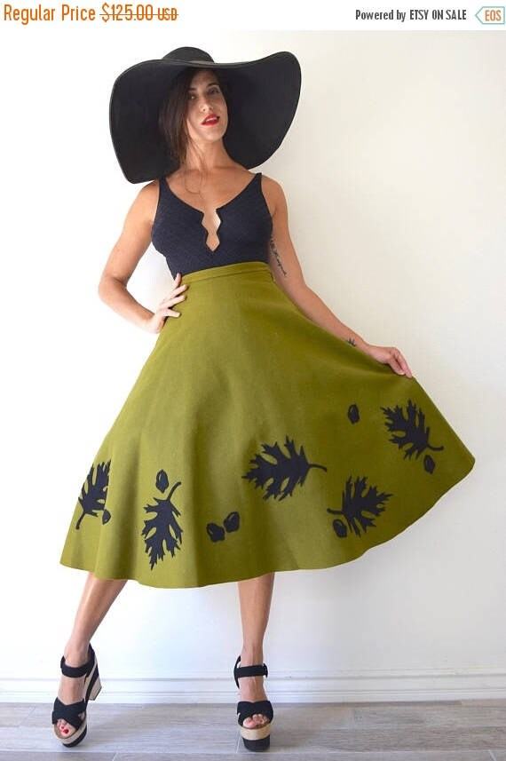 SUMMER SALE / 20% off Vintage 50s Autumn Leaves and Acorns Olive Green Wool Felt High Waisted Semi Circle Skirt (size xs)
