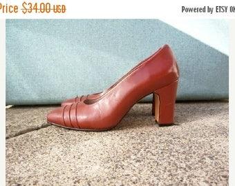 30% MOVING SALE Vintage 70s heels / leather box heels / rust brown chunky heels / 40s style heels / womens  8-9