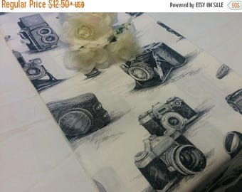 ON SALE VINTAGE Camera Linens,  Black and White Camera Table Runner, Napkins, Pillow Cover, Photographer Decor, Photographer Gift, Photo Sho