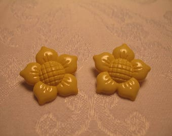 Pretty Vintage Yellow Floral Buttons for Your Art and Craft Projects