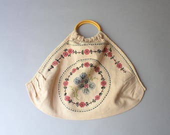 1940s Purse / Vintage 40s Embroidered Floral Purse / 1940s Cross Stitched Muslin Handmade Purse