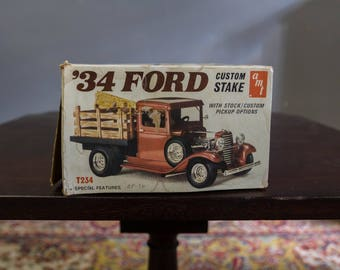Ford 1934 Custom Stake Pick Up Truck AMT Assembly Kit