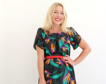 1970s Hilo Hattie Resort Dress /// Size Extra Small to Small