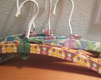 Vtg Cloth Covered Wooden Hangers / Set of 5 / Adult Large Hangers / Blue and orange Floral Fabric  / Swivel Head 1970s