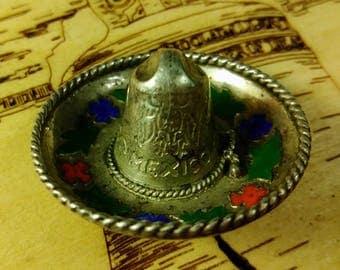 Vintage Mexican sombrero brooch/pin