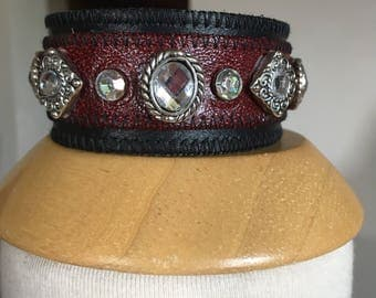 Leather  cuff in black and red
