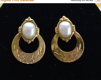 "ON SALE Pretty Vintage Faux Pearl, Gold tone Doorknocker Pierced Earrings, ""1928"" (D3)"