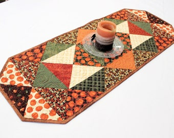 Autumn Quilted Table Runner, Fall Pumpkins Table Runner Quilt, Thanksgiving Quilt, Orange Green Table Decor, Quiltsy Handmade Pumpkin Quilt