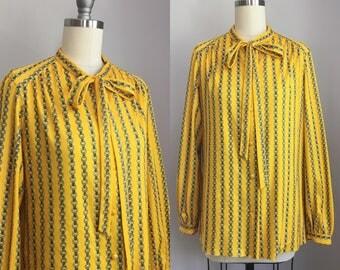 Vintage 1970s Chain Link Novelty Print Tie Bow Blouse Size Medium