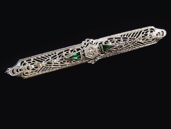 Vintage Art Deco 14K white gold filigree green emerald and diamond elongated bar pin brooch signed Esemco Shiman