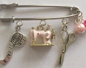 Sewing Kilt Pin with Pink Sewing Machine Charm, Sewing Kilt Pin, Sewing Brooch, Sewing Jewelry, Gift for Sewers, Sewer's Gift, Charm Jewelry