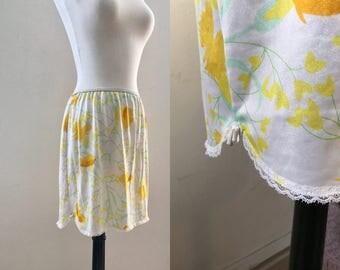 """Olga Floral Slip Skirt Vintage 60s 70s White Yellow Orange Novelty Print Skirt with Lace Rick Rack Hippy Hippie Med Miniskirt 22-29"""" Waist"""