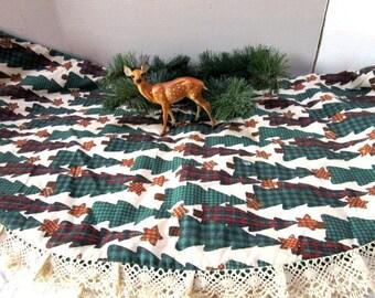 Vintage Handmade Christmas tree skirt, Crochet Lace Trim, Reversible, Primitive Forest Green Trees w/ Stars, Never Used Gift, Prim Print