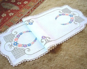 Table Runner Vintage Linen Embroidered Beautiful French Knots Nosegay Flowers